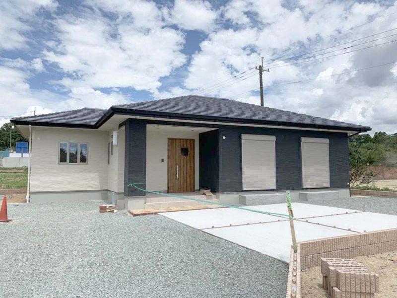明るいリビング、落ち着きの個室のある暮らしやすい平屋の家(外観)